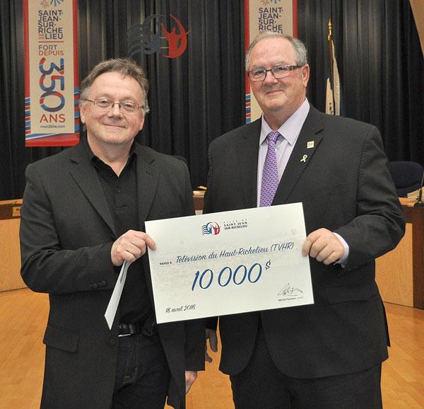 Remise-de-subvention-10,000-2
